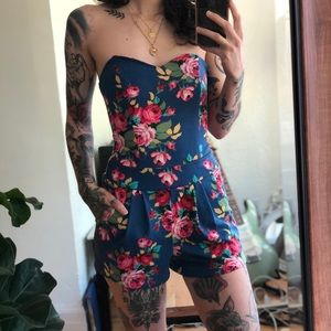 🌺Urban Outfitters Floral Sweetheart Romper🌺